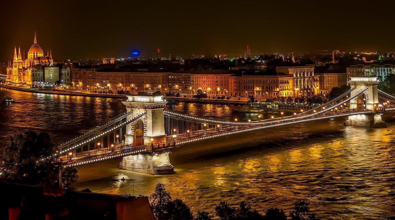 Посольство Венгрии подтвердило выдачу виз для привитых туристов из России