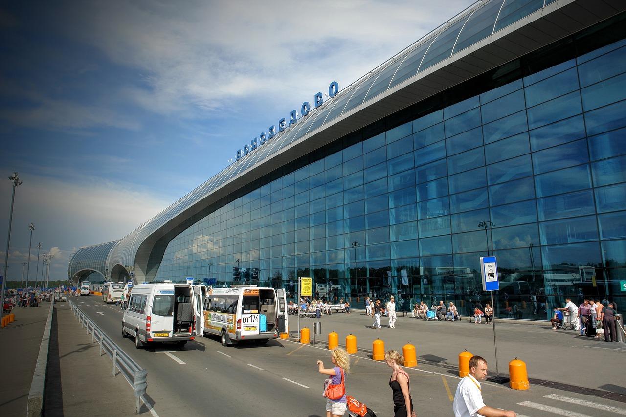 Аэропорт Домодедово открыл дополнительный заезд на паркинг с эстакады