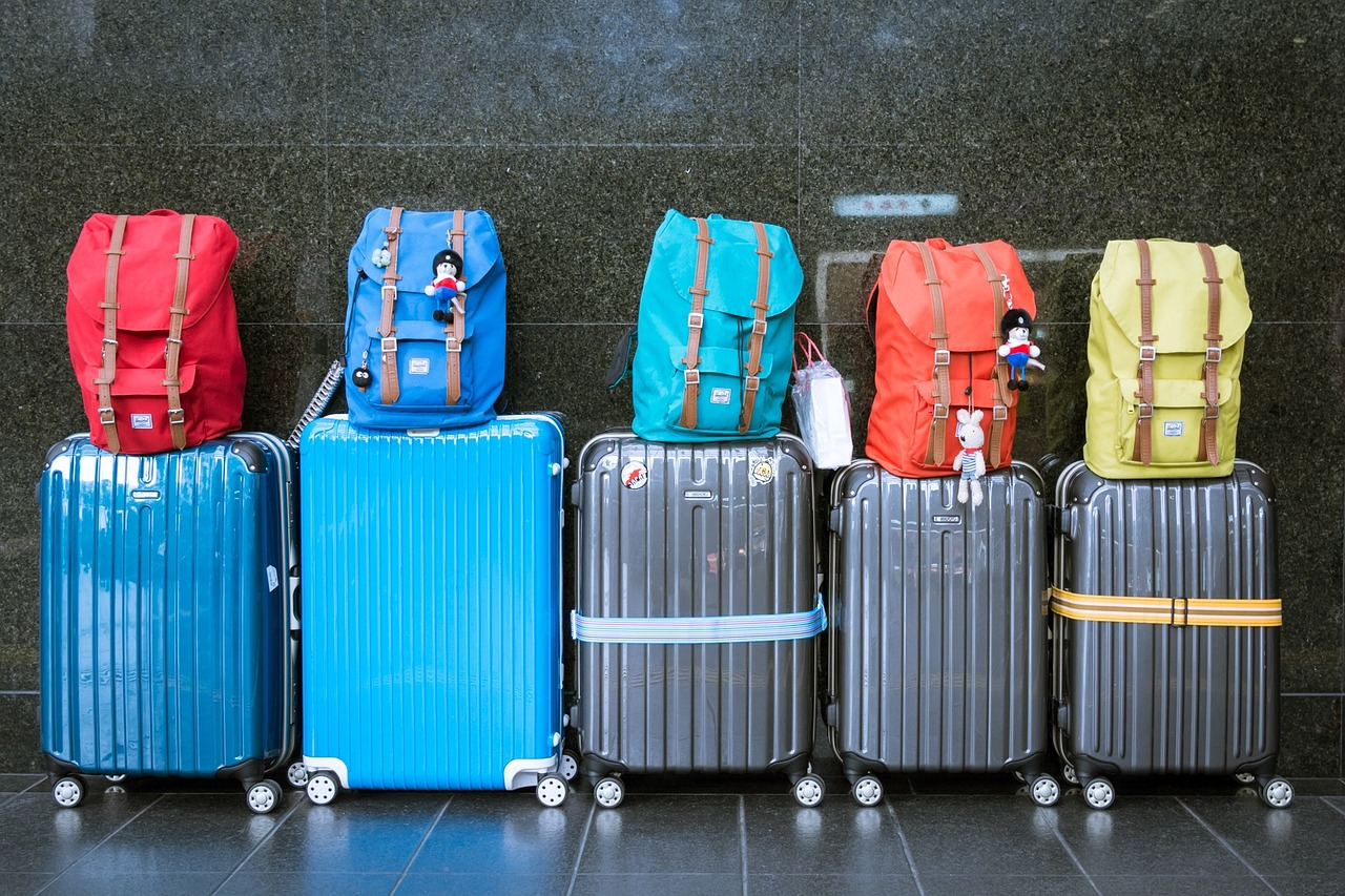 В багаже и ручной клади пассажиры могут ввезти в страну не более 5-и кг. фрук