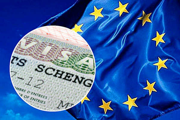 Обладателей шенгена освободят от штампов в паспортах