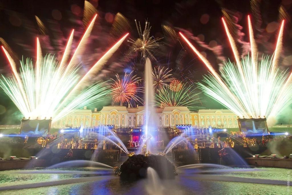 Праздник закрытия фонтанов в Петергофе (2 дня)