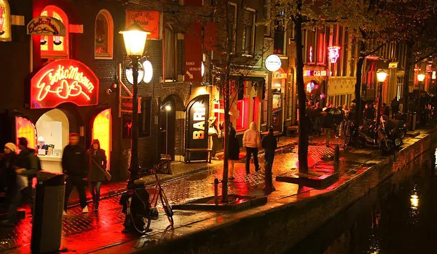 «Красные фонари» Амстердама закроют для групповых туров